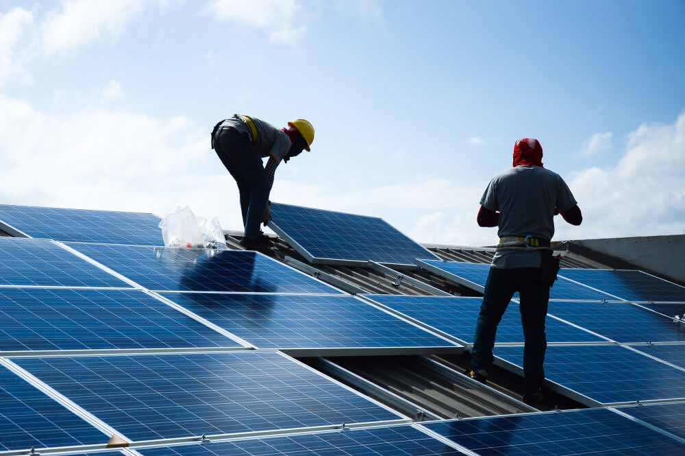 Installing,A,Solar,Cell,On,A,Roof