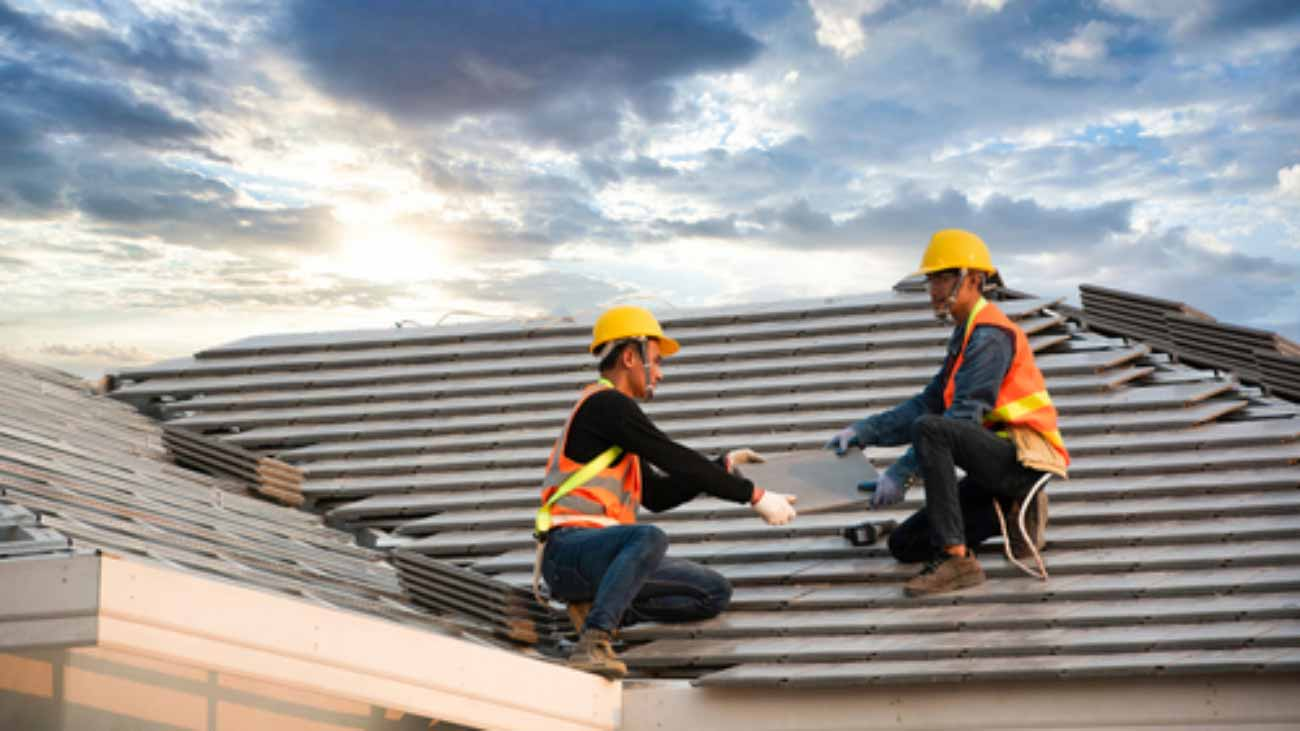 A,Team,Of,Asian,Engineers,Install,The,New,Cpac,Roof,